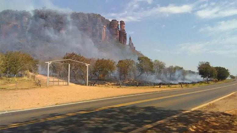 Incêndio atinge a lendária Serra do Roncador