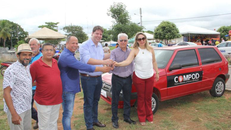 Karlos Cabral entrega veículo para trabalho de combate às drogas em Aragarças