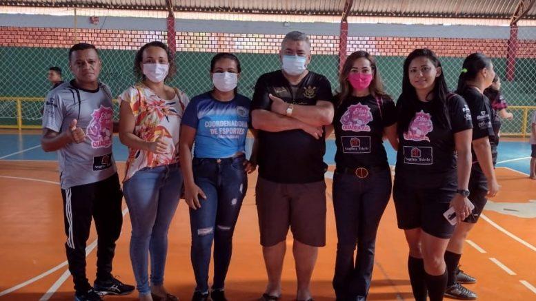 Prefeito Dr. Adilson e primeira-dama Leila Batista prestigiam partida de futsal feminino