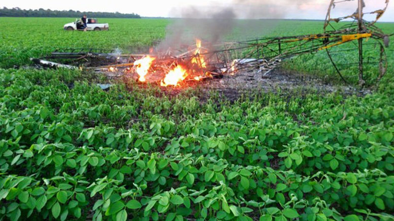 Avião que caiu em plantação de soja em MT não estava apto a operar, diz Anac; piloto e passageiro morreram